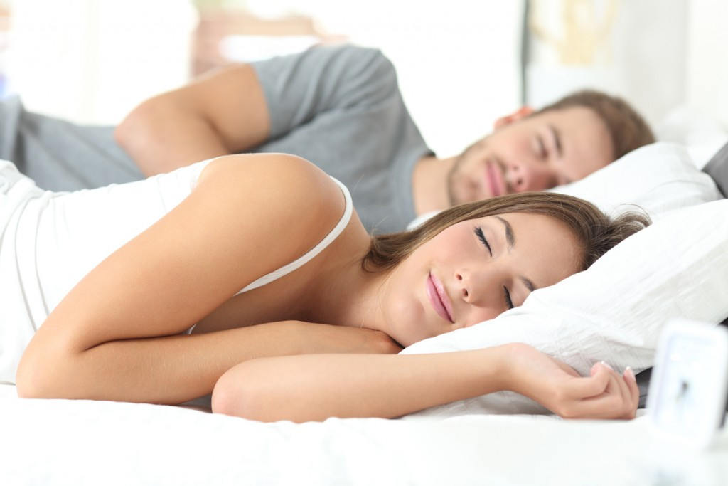 Stop Snoring helps happy couples sleeping in a comfortable bed at home